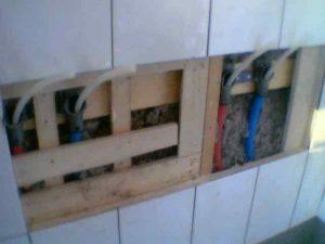 Suihkuseinä jouduttiin avaamaan läpivientien vaihtamiseksi.